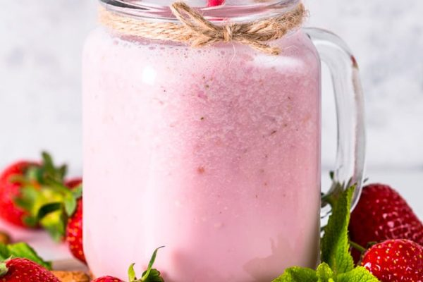 Coconut Strawberry & Almond Smoothie