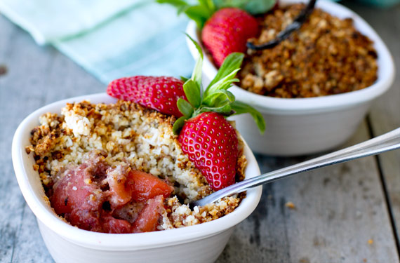 apple strawberry crumble paleo recipe