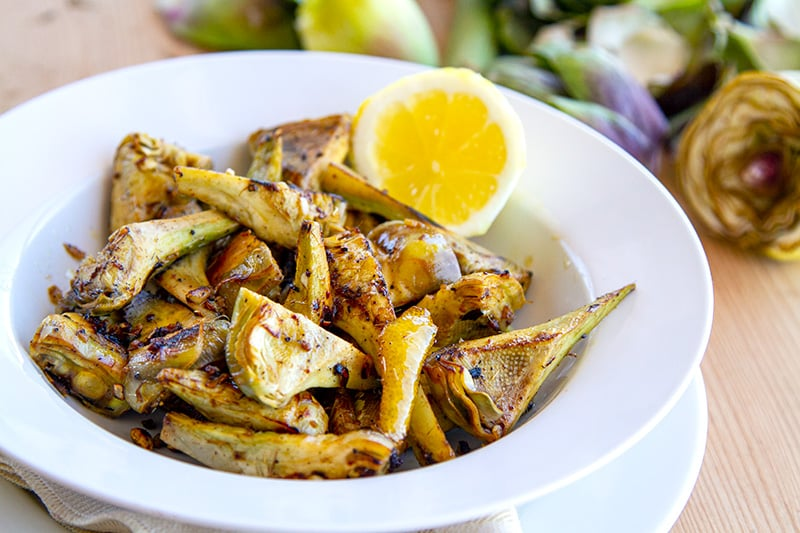 Grilled artichoke hearts with garlic and lemon