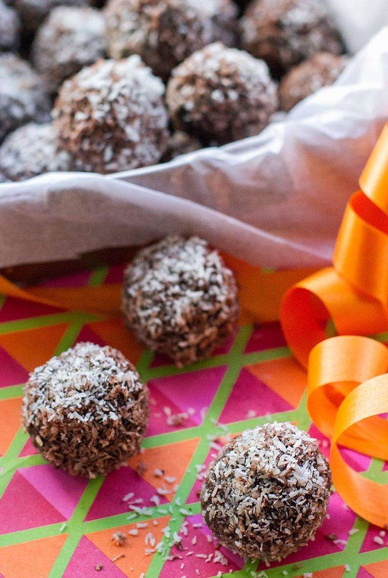 Christmas Rum Balls With Chocolate & Orange (Paleo, Gluten-Fee)