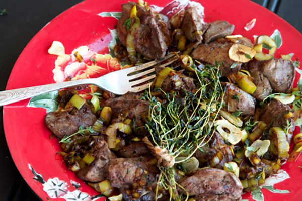 Best Paleo Liver Recipe Ever - Fried Chicken Livers With Thyme, Garlic & Balsamic Leeks
