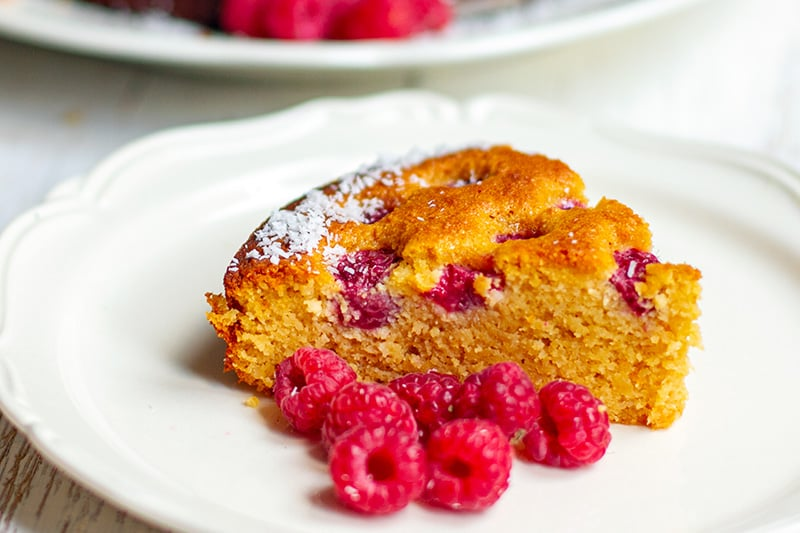 Paleo Cake With Raspberries & Coconut