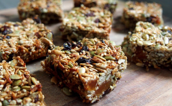 3-petite-kitchen-granola-snack-bar-550x340
