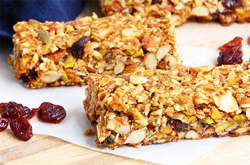 Cherry pistachio granola bars