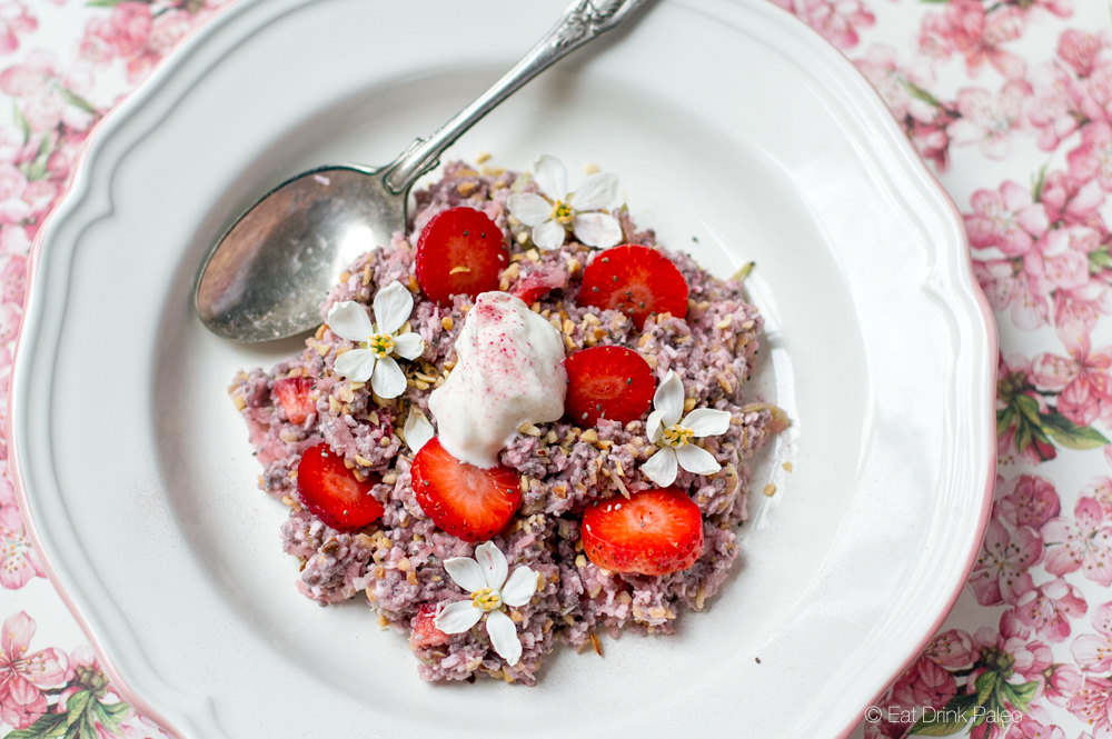 paleo_porridge_with_chia_coconut_strawberries
