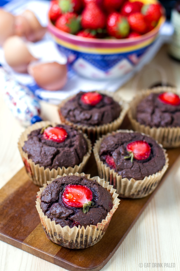 paleo_chocolate_muffins_with_strawberries