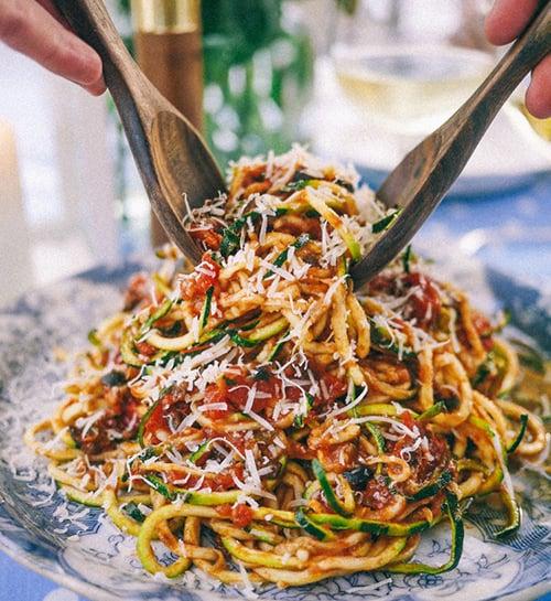 Low-carb zucchini pasta putanesca