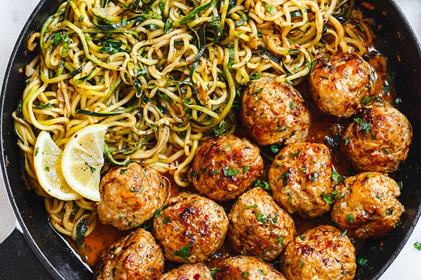 Zucchini noodles with garlic meatballs