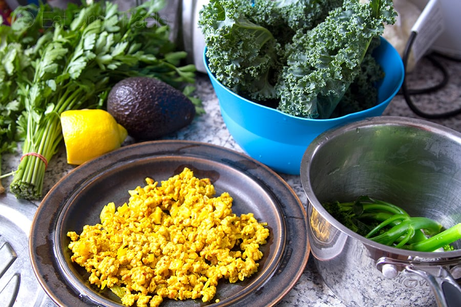 turmeric-chicken-kale-salad-making