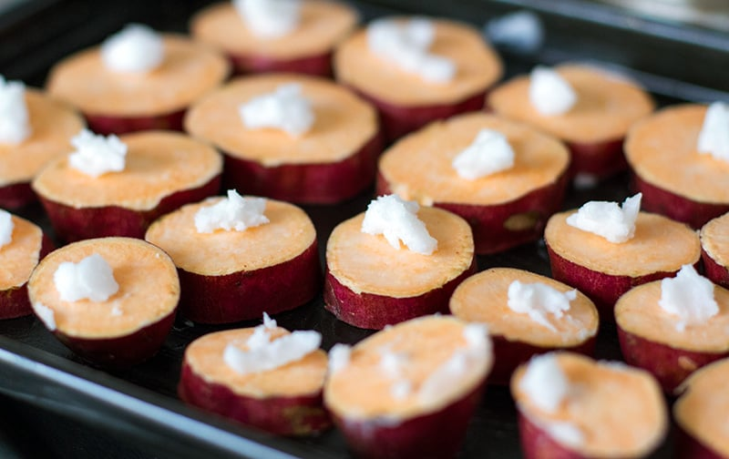 How to roast sweet potatoes with coconut oil and garlic