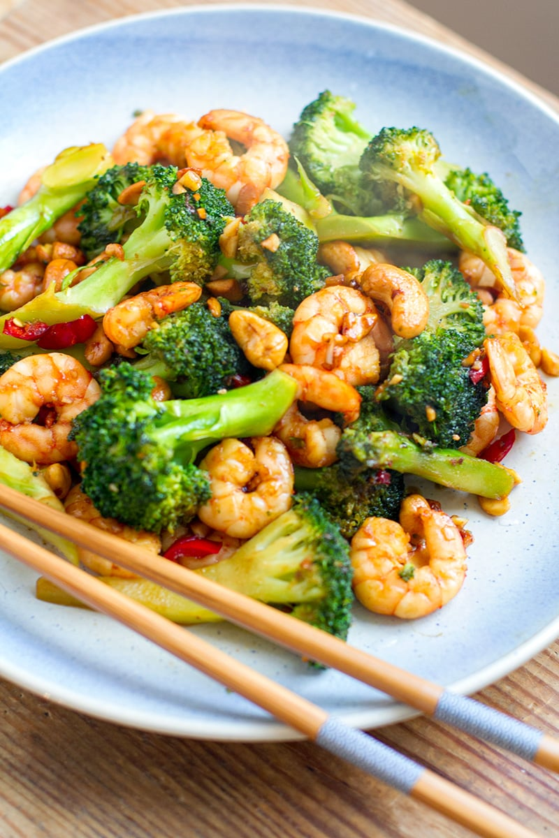 Paleo Prawn Stir Fry With Broccoli & Cashews