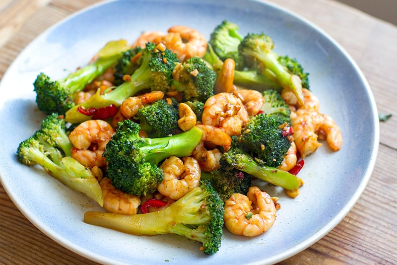 Paleo Shrimp Stir Fry With Broccoli & Cashews
