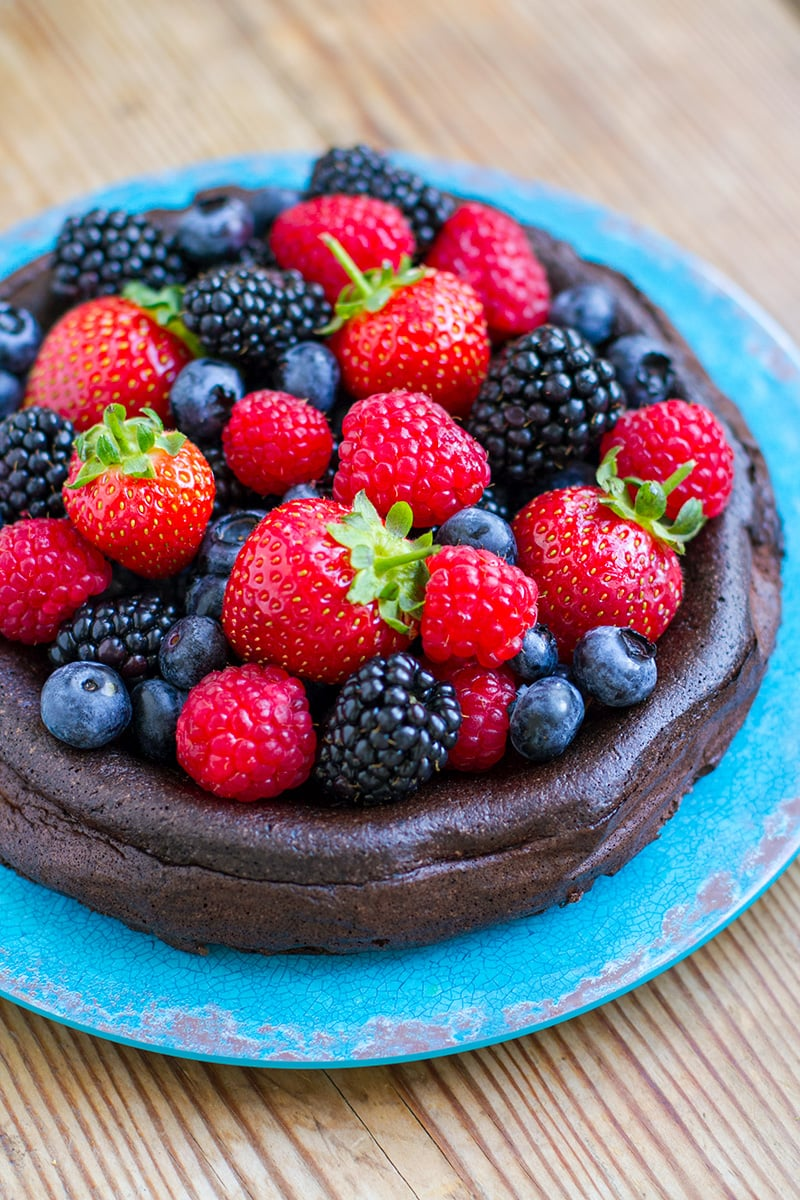 5-Ingredient Paleo Chocolate Cake (Nut-Free, Low-Carb, Keto)