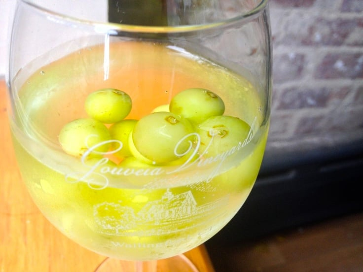 White wine spritzer with frozen grapes