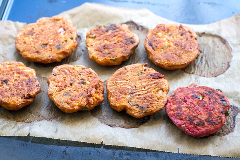 How to cook salmon burgers - baking vs pan-frying