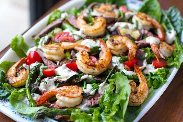 Surf & Turf Salad With Grilled Steak, Prawns and Creamy Garlic Dressing (Paleo, Whole30, Gluten-free, Keto)