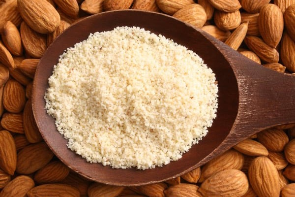 Paleo flour alternatives: almond meal or almond flour