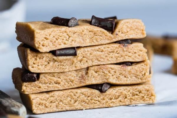 Chewy egg white protein bars