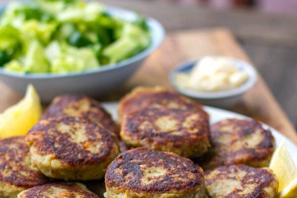 Sardine fishcakes with garlic aioli and green salad