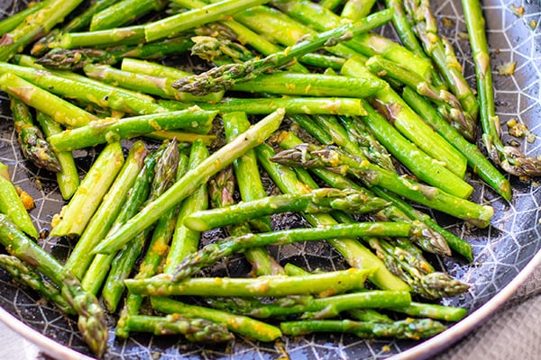 Sauteed asparagus with ginger and orange
