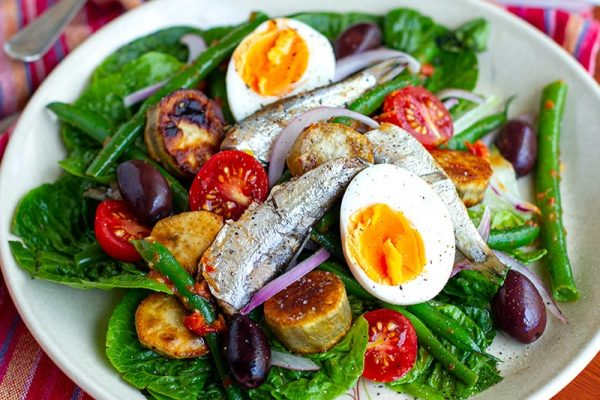 Nicoise salad with sardines and sun-dried tomato dressing