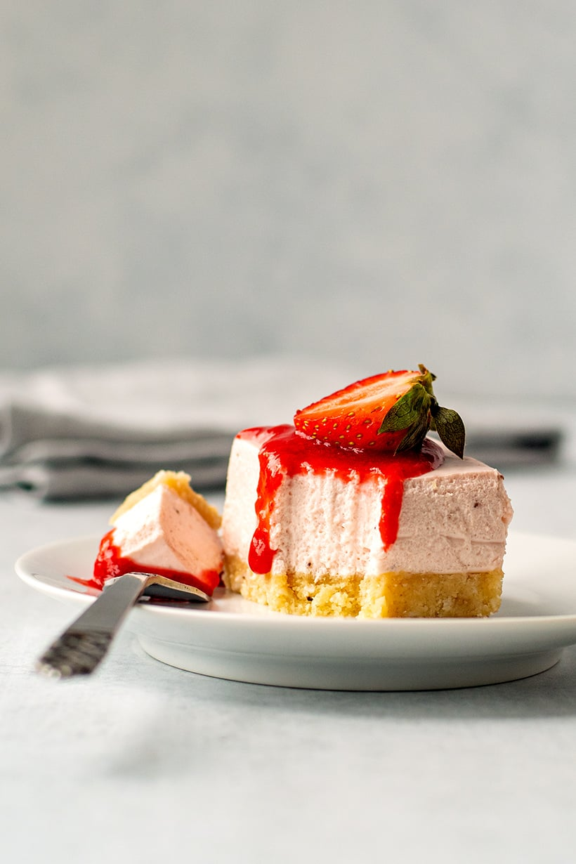 Strawberry Cheesecake Bars (No-Bake, Keto, Gluten-Free)