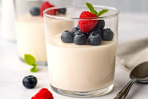 Coconut panna cotta dairy-free and sugar-free