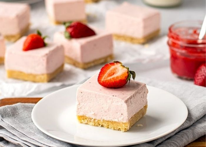 No Bake Strawberry Cheesecake Bars